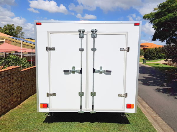 Aaron's 6m Enclosed Trailer Build - TRAILER PLANS www.trailerplans.com.au